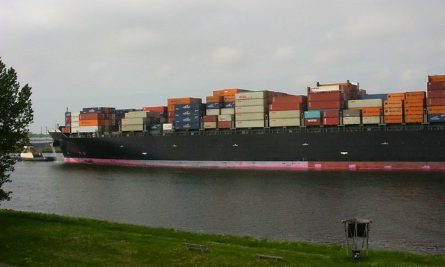 Containerschiff mit 20 Fuss